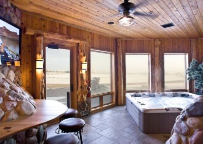 Both King Lodge and Main Lodge have a Jacuzzi